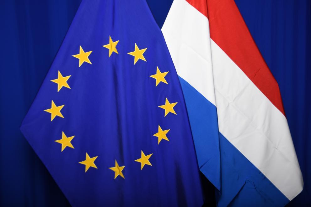 De twee vlaggen: Nederland en de EU
